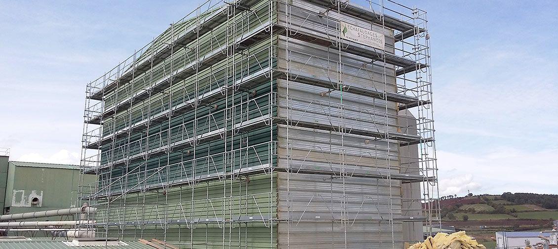 Vue d'un echafaudage pour toiture bac acier des Echafaudages Stephanois